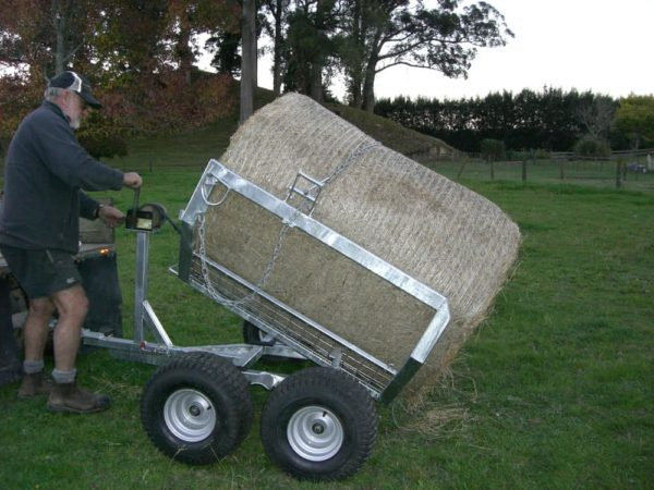 Large Bale Feeders - Eziload Chariot Self Loading